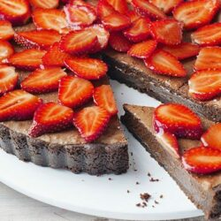 Easy Chocolate Strawberry Tart