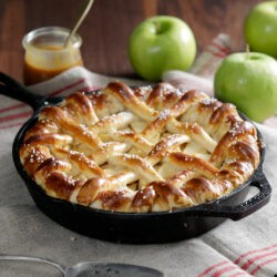 Caramel Apple Pretzel Pie