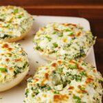 Cheesy Spinach-Artichoke Bagels