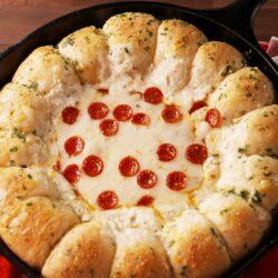 Garlic Bread Pizza Dip