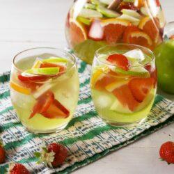 Moscato Apple Sangria